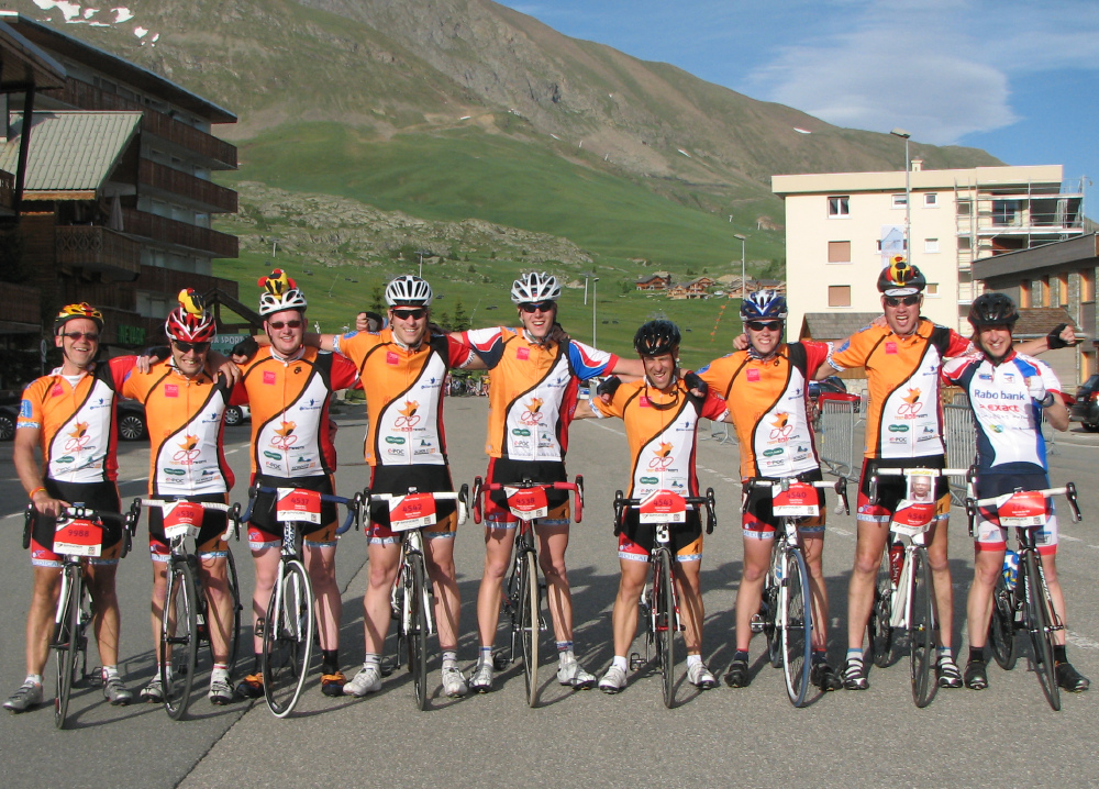 The complete Alpe d'HuZes team